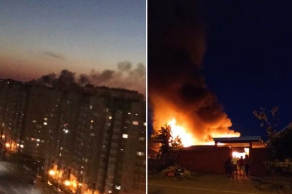 Дым от пожара замечали по всему городу