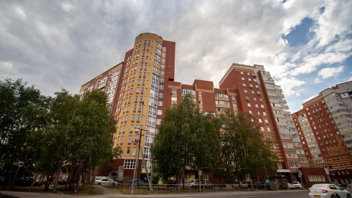 На Доме Обороны 9 лет пустует корпус многоэтажки. Почему там нет жильцов?