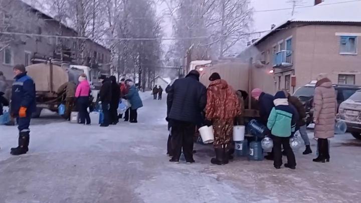 Вода— дефицитный товар: в поселке Рембуево полностью замерз водопровод в седьмой раз за зиму