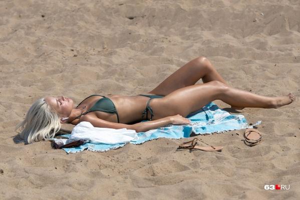 Знойные самарские красотки — лучшее украшение волжского пляжа