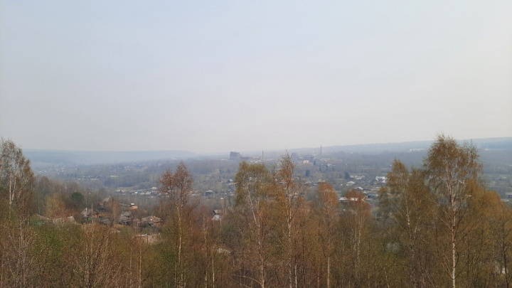 Часть Пермского края накрыло дымкой, пахнет гарью. Что случилось?