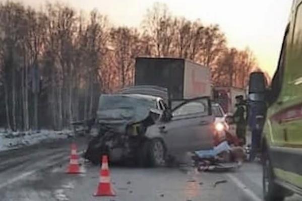 Погибли пять человек, находившихся в автомобиле KIA Rio: водитель, две женщины-пассажирки, а также двое детей