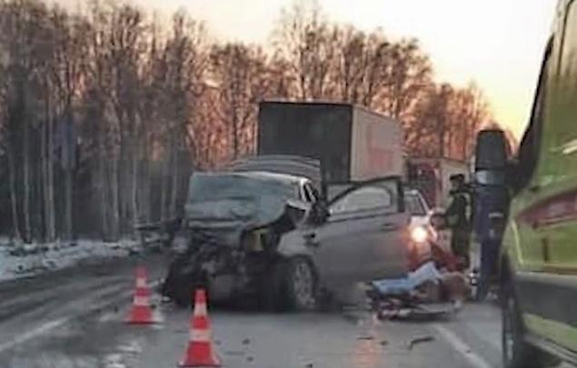Двое детей и трое взрослых погибли на трассе Тюмень — Екатеринбург. Момент столкновения