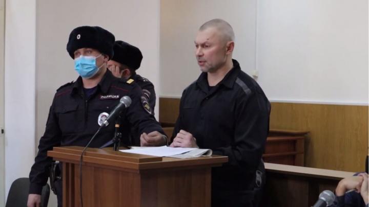 «Молился, чтобы потерять сознание»: писатель-киллер рассказал о пытках в колонии и СИЗО Красноярска