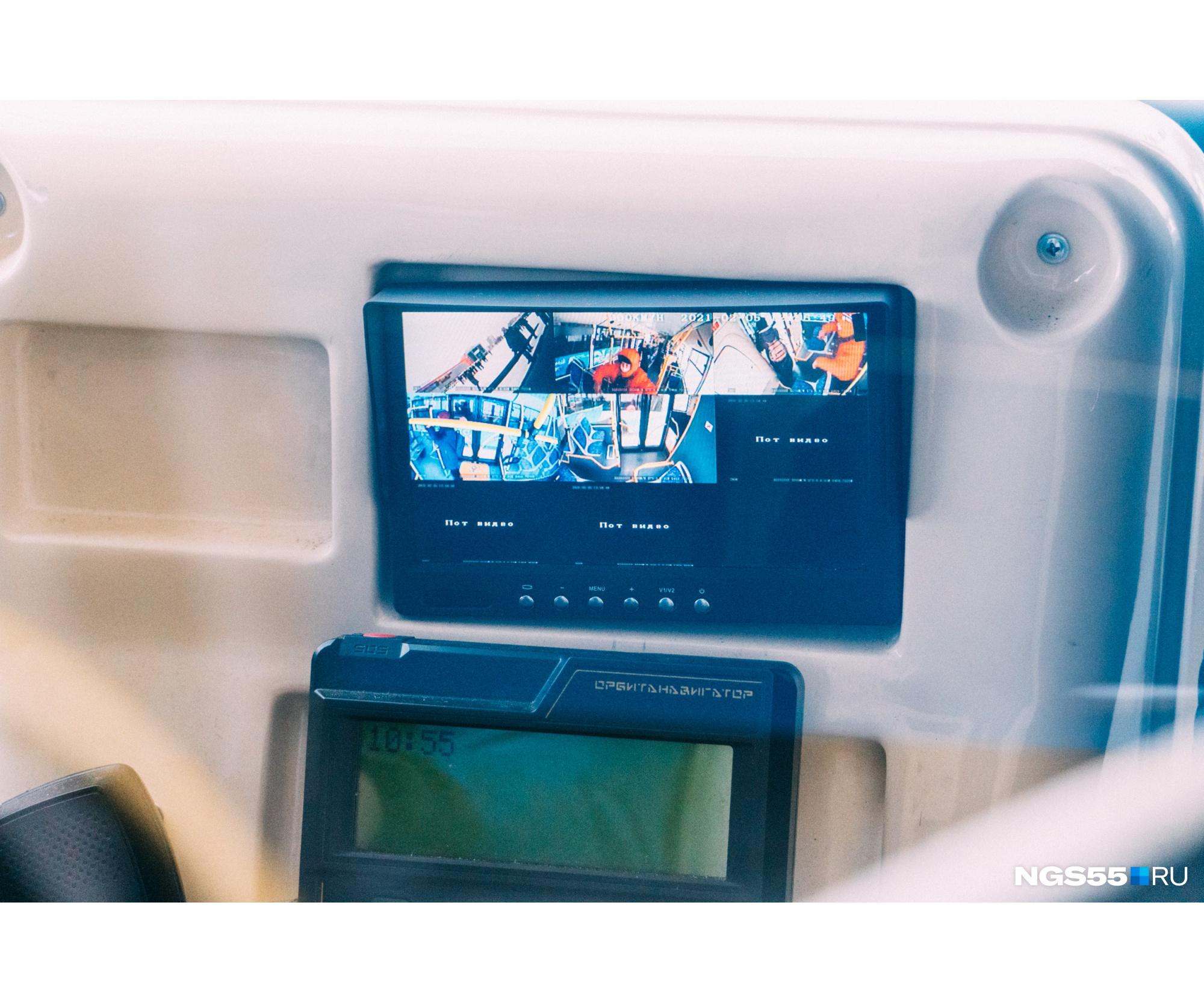 Следить за тем, что происходит в салоне и возле автобуса, можно благодаря установленным камерам