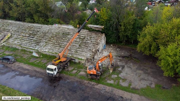 В Ярославле начали сносить стадион «Красный Перекоп» в Петропавловском парке: фото