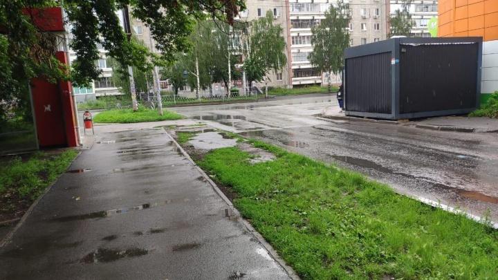 В Екатеринбурге полицейские нашли ларек-нарушитель, из-за которого ребенок пострадал в ДТП