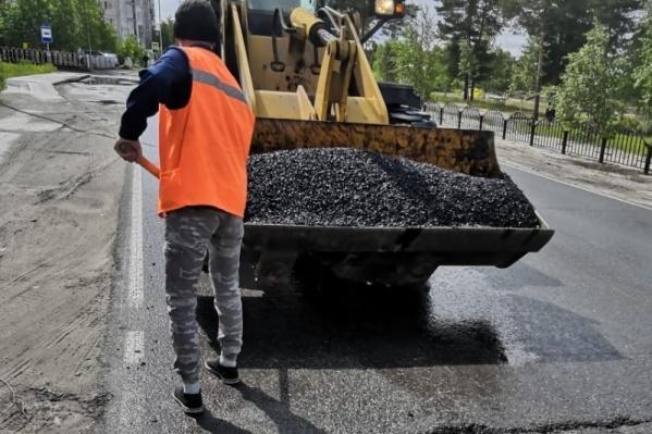 Несколько автомобильных дорог может быть отремонтировано в Сургутском районе за счет средств окружной казны