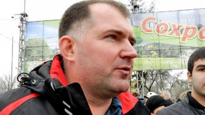 В Волгограде хоккеист-бизнесмен и инспектор ГИБДД пошли под суд за мошенничество на школьных крышах