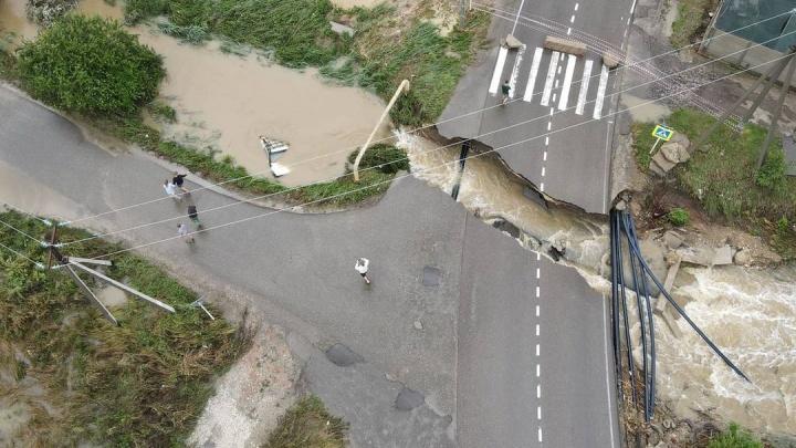На Кубани затопило более 1400 домов, в Анапе разрушены две дороги