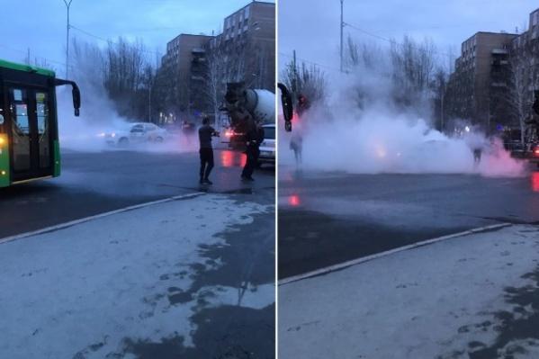Машину быстро охватило дымом