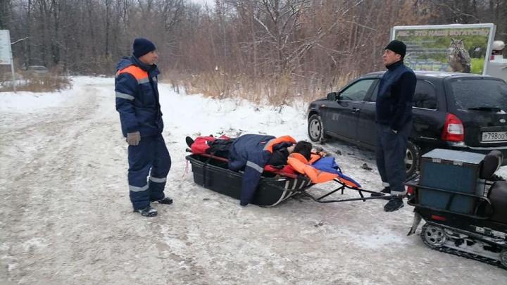 Неудачный спуск: в Самарской области молодая пара врезалась в дерево на тюбинге