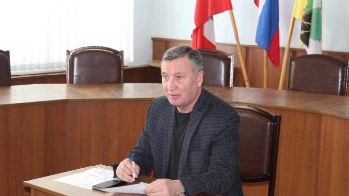Главу Полтавского района обязали покинуть пост за премии самому себе