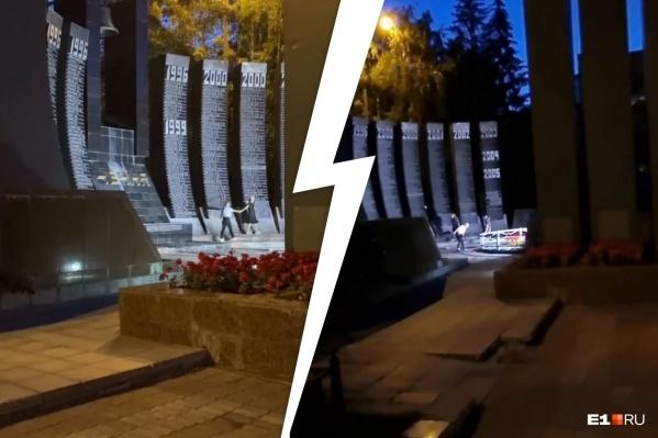 То, что происходило на мемориале, снял случайный прохожий