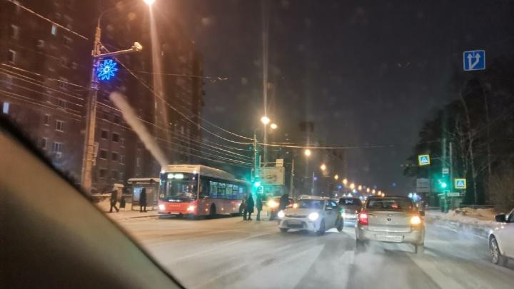В Перми на шоссе Космонавтов произошло ДТП. В сторону центра— пробка