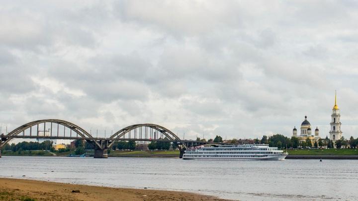 «Поможет во время ремонта моста»: власти Рыбинска потратят семь миллионов на покупку теплохода