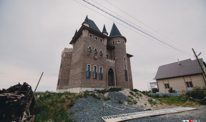 Тюменцы не захотели покупать средневековый замок на берегу Туры — он подешевел на5миллионов