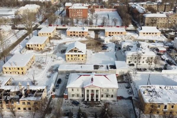 Администрация Кировского района попадает в квартал застройки