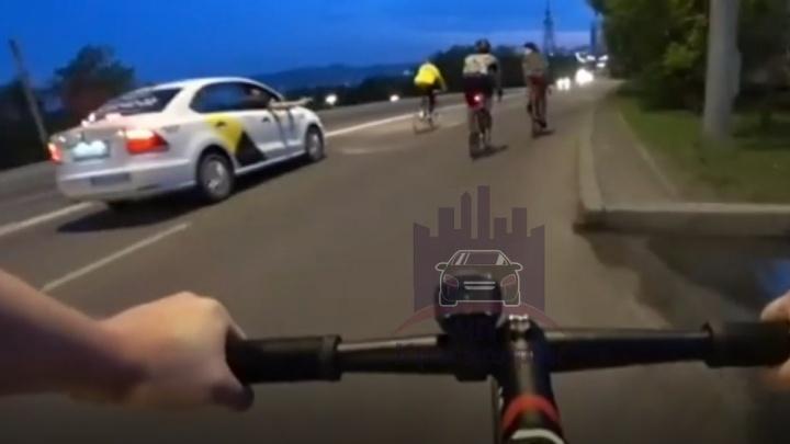 Пассажир такси стрелял по группе велосипедистов во время движения по Дубровинского