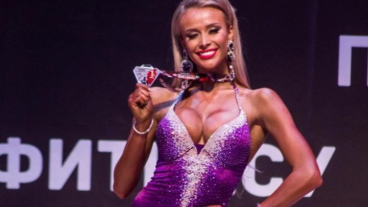 Супруга экс-министра спорта края с шикарной фигурой стала лучшей вфитнес-бикини