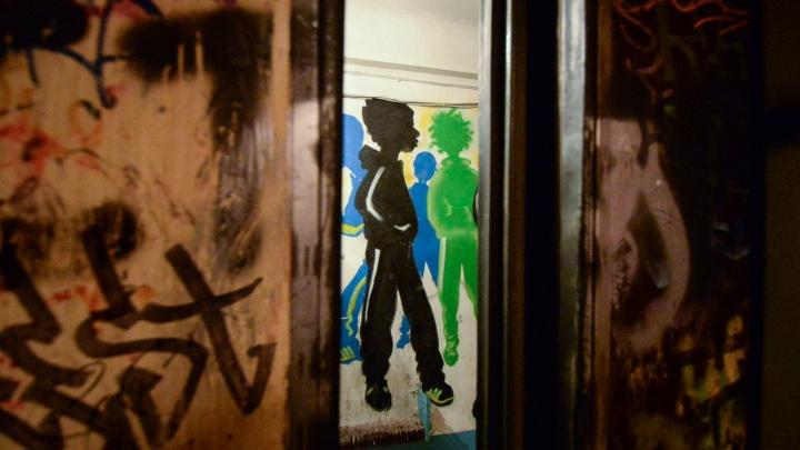 Пешком на девятый этаж: в Екатеринбурге забуксовала программа замены лифтов