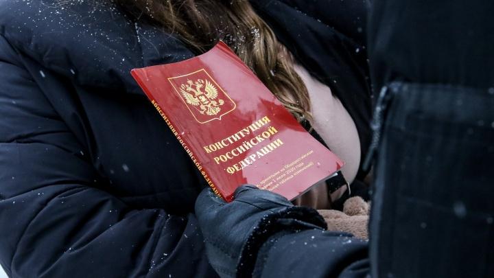В Нижнем Новгороде накануне акции протеста полиция пришла с обысками к активистам