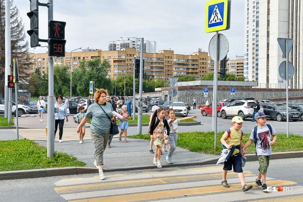 Первый светофор с квадратными секциями полтора года назад поставили на Октябрьской площади