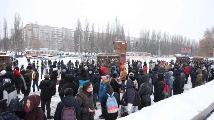 «Вышли сотни человек»: в Самаре началась несанкционированная акция сторонников Навального