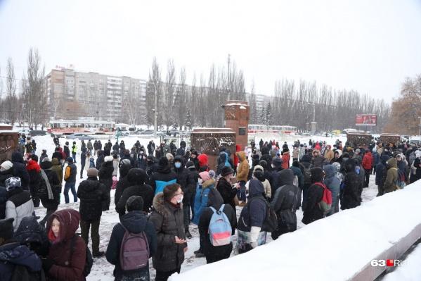 Место сбора — площадь героев 21 армии, у фонтанов на Осипенко