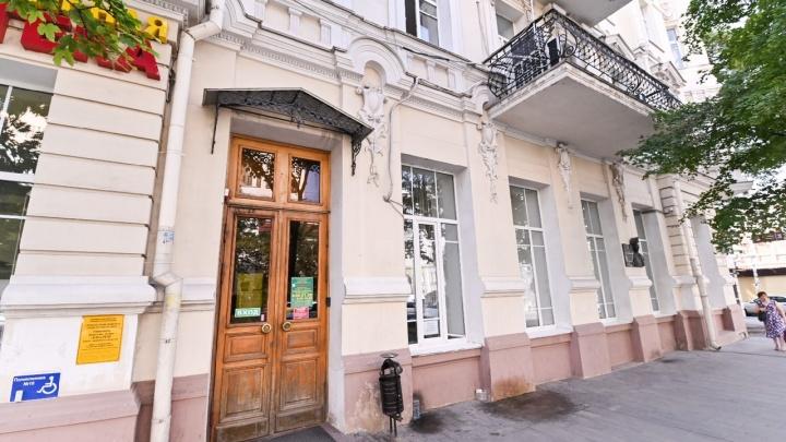 Сотрудницу ростовской поликлиники заподозрили в подделке сертификатов о вакцинации