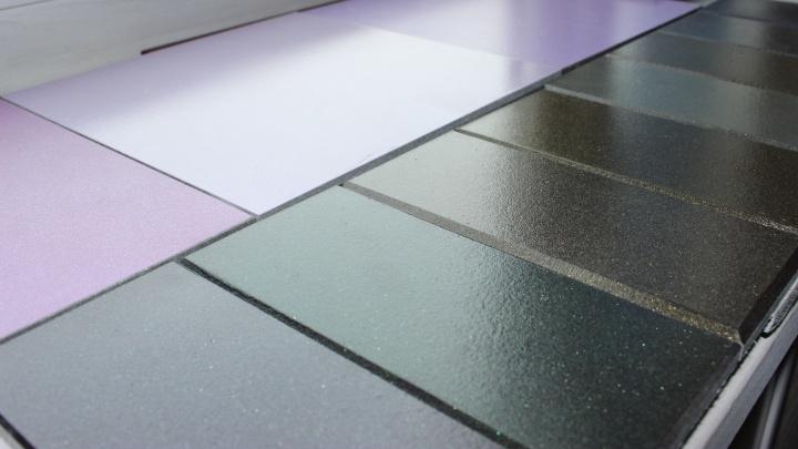 Комбинат «Волна» изготовил первые опытные образцы фасадов с покрытиями «перламутр» и «металлик»