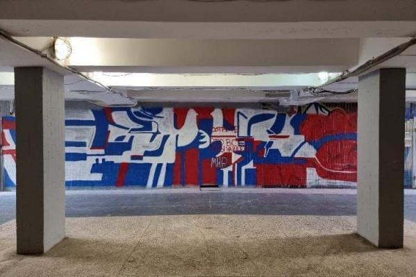 Художник-аноним призвал чиновников вернуть подземному переходу исторический облик