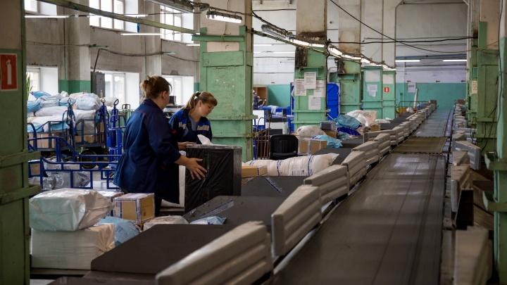 В «Почте России» объяснили огромные очереди и задержку с выдачей посылок
