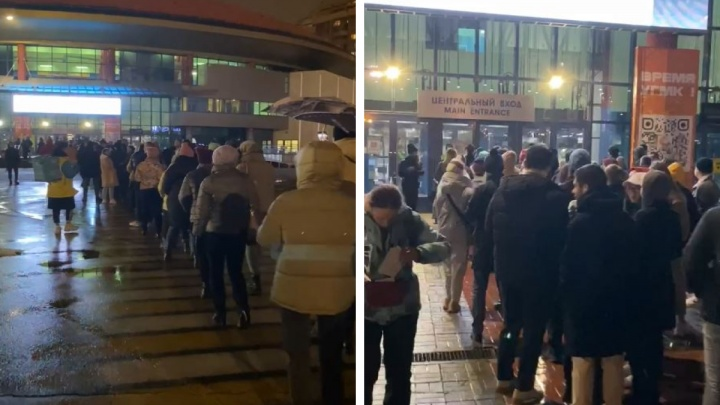 На концерт «Касты» на «Ночи музыки» выстроилась гигантская очередь из сотен людей