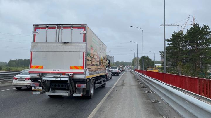 На Московском тракте из-за двух аварий образовалась пробка на три километра