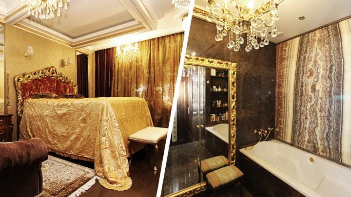 В Новосибирске продают квартиру с кроватью-троном и стеной из оникса. Смотрим на элитное жилье за 45 млн