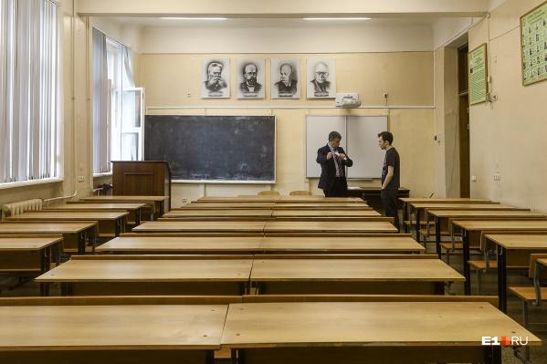 Планируется, что размер надбавок за стаж будет утверждать ректор Виктор Кокшаров