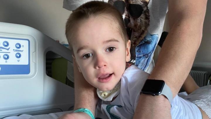 «Прогнозов никто не дает»: малыша из Волгограда, пострадавшего от страшной инфекции, госпитализировали в Москву