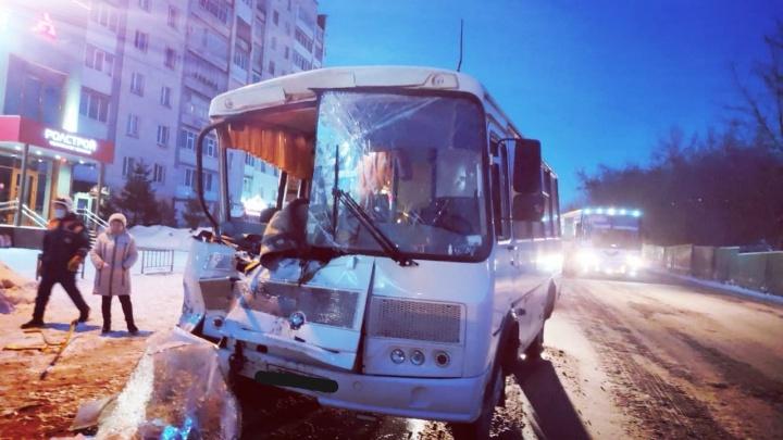 Прокуратура Башкирии проверит частного перевозчика, водитель которого врезался на ПАЗе в грузовик