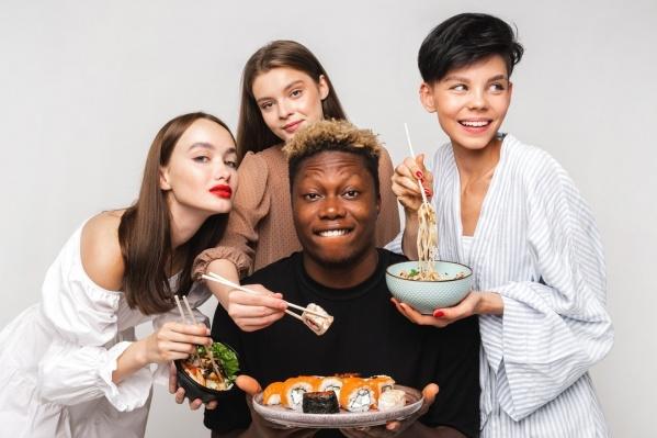 Рекламное фото службы доставки суши и роллов вызвало возмущение националистов