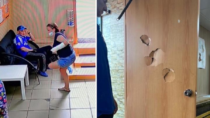 Омич сломал дверь в приюте для бездомных животных из-за того, что ему отказались отдавать щенка