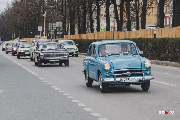 Автомобили проехали по центральным улицам города