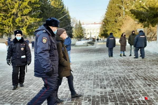 В Кургане второй несогласованный митинг в поддержку Алексея Навального вновь сопровождался задержаниями
