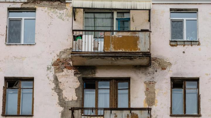 «Ребенок был без присмотра»: СК начал проверку после падения девочки из окна в Закамске
