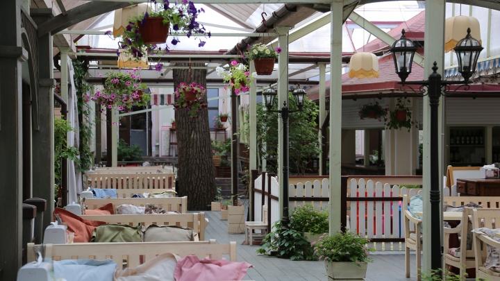 Уфимские рестораны и кафе открыли летние веранды: рассказываем, где приятно укрыться в жару