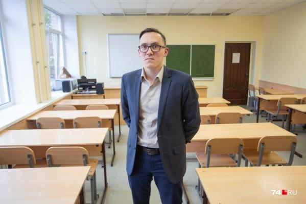 Учитель истории Владимир Брюхов надеется, что после трагедии в Казани чиновники вспомнят об уроке, которому уделяется всего один час в неделю