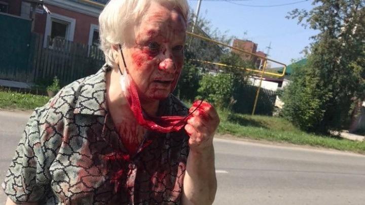 На Уралмаше женщина, пытаясь отобрать у бабушки сумку, избила ее доской