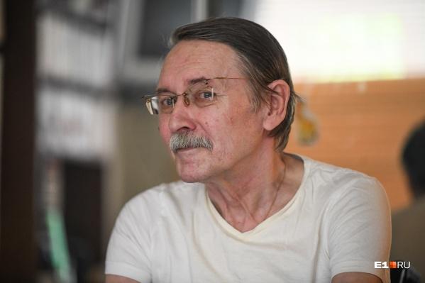 Александр Беляев много лет работает журналистом