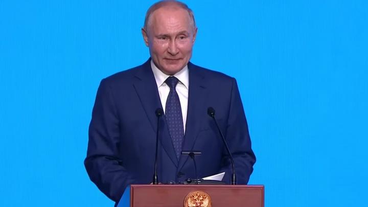 Владимир Путин побывал на открытии цементного завода в Башкирии
