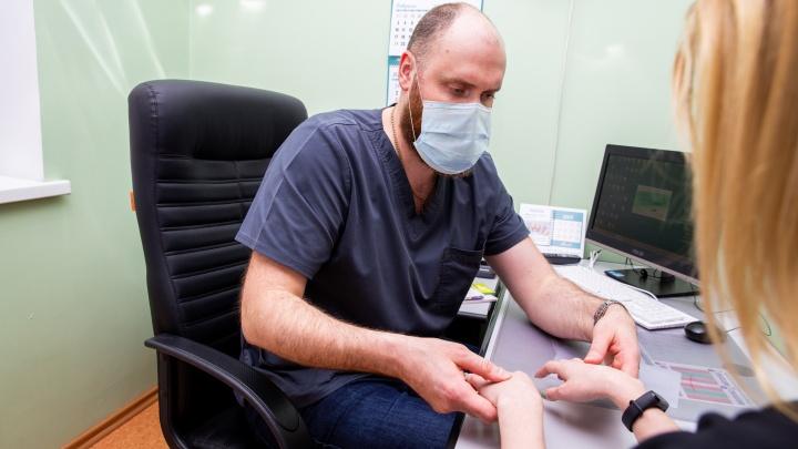 Пациентов с болезнями периферических нервов, кистевого сустава и пальцев рук примут ведущие микрохирурги